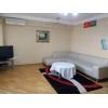 Посуточно сдается 3 комнатная квартира в самом центре г Баку .
